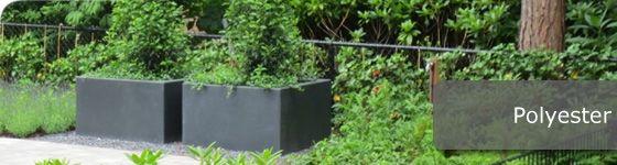 Deze plantenbakken zijn uitgevoerd in hoogwaardig, gewapend, poyester. De bewaping is ook in de hoeken doorgelegd waardoor de hoeken niet kunnen uitscheuren. De bakken verkleuren vrijwel niet, omdat deze door en door gekleurd zijn.   Te koop in onze webshop http://www.hettuinleven.com/c-2129446/polyester/