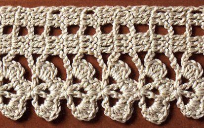 Schemi uncinetto: filet a trifoglio per un set di asciugamani - I filet sono un metodo molto elegante per impreziosire degli asciugamani o delle salviette. Questo lavoro a uncinetto è l'ideale per un set da bagno da esporre quando ci sono ospiti a casa.