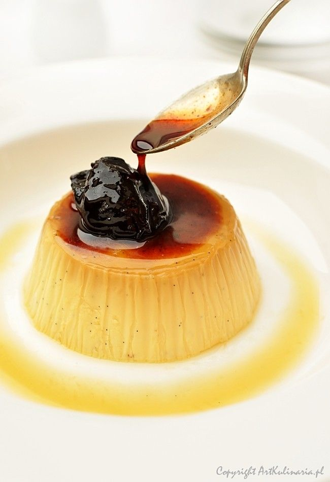 Crème caramel i śliwki gotowane w czerwonym winie | ArtKulinaria