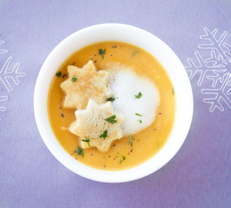 Bei dieser Klassischen #Weihnachtssuppe werden alle staunen. Karotten mit Vanille sind die Zutaten. Angerichtet wird mit Toaststernen.
