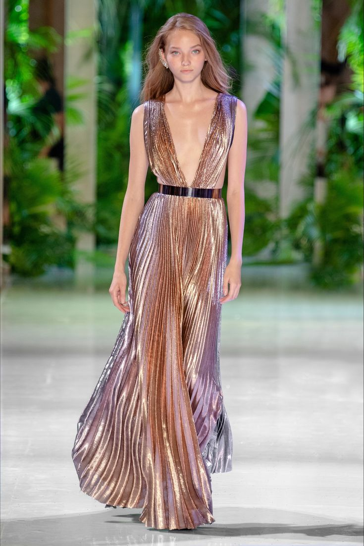 Azzaro Paris – Haute Couture Herbst Winter 2018-19 – Shows – Vogue.it   – Eye Candy
