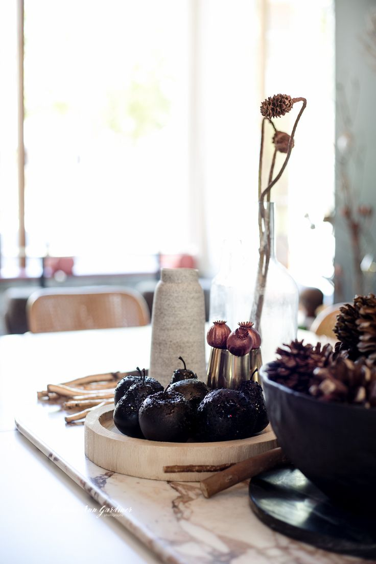 DY.o events (aka Duo) Minimal and earthy, modern Christmas table centrepiece with moody, textured blacks and subtle metallics