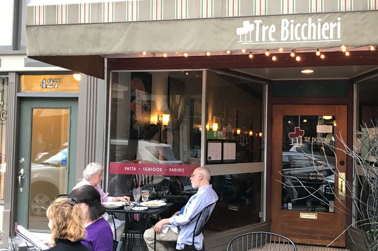 Tre Bicchieri: I enjoyed my dinner at Tre Bicchieri at 425 Washington St. Opened in 2006, it is an Italian restaurant offering an extensive menu of steaks, pasta, seafood and other items plus a large wine list. This is a top Columbus Indiana restaurant pick from Globalphile.