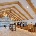 メゾン キツネ、代官山に路面店オープン - 和モダンな空間、限定のスウェットやTシャツが登場の写真11