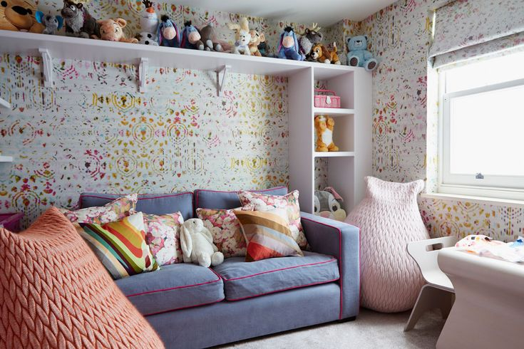 Детские диваны в современном интерьере (100 фото): стиль, комфорт и здоровый сон ребенка http://happymodern.ru/detskie-divany-v-sovremennom-interere/ Стильная расцветка выкатного дивана на два сиденья (спальное место - одно)