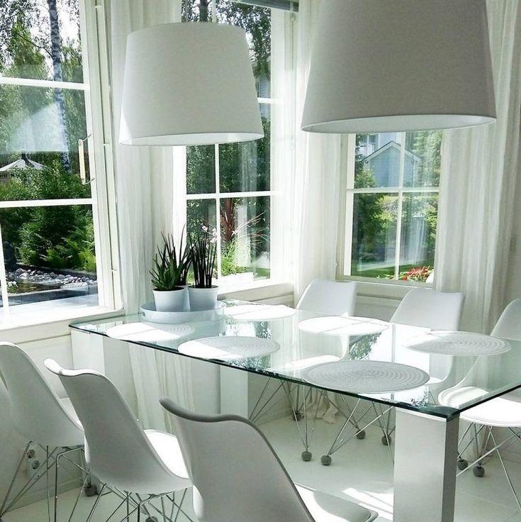 Isot valaisimet tuovat tyyliä ja rytmiä ruokapöydän ääreen.