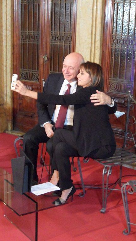 E dopo l'ashtag #terraligure Giovanni cede al selfie con Giorgia