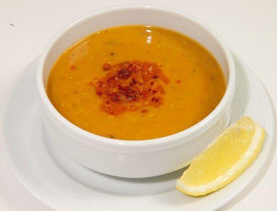 Ezogelin çorbası nasıl yapılır? İçimizi ısıtan bir çorba olan ezogelin çorbası Türk mutfağının ve mutfak uzmanlarının (hepimiz mutfağımızın mutfak uzman