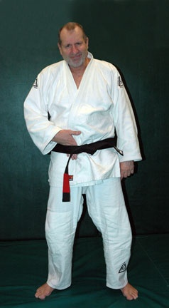 Ed_O''Neill ~ After being introduced to Brazilian Jiu-Jitsu by his friend writer/director John Milius, O'Neill has trained in the martial art for 17 years under the mentoring of Rorion Gracie. In December 2007, O'Neill received his black belt. Make whatever jokes you will, he can probably kill you if he wanted to!