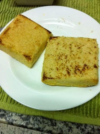 pão sem glúten de microondas *** - 1 colher de sopa generosa de farinha de Amaranto (ou: fubá, farinha de coco, farinha de linhaça, farinha de amêndoas...) 1 colher cheia de sopa de farinha de arroz 6 colheres de sopa de leite desnatado 1 pitada de sal 1 colher de chá rasa de fermento em pó. Misturar com um garfo e levar ao micro num refratário (o meu tem 10cmx10cm e 4cm de altura) Depois de de 1 minuto e meio ele está pronto