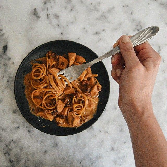 Csak egy kis spagetti. Aszalt paradicsommal, juhtúróval, csirkemellel. Egyszerű…