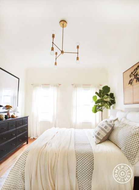 A Fashion Expert's Bright LA Bedroom. Click through to see the whole space on the Homepolish Mag.