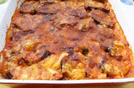 Μελιτζάνες στον φούρνο. Πεντανόστιμες μελιτζάνες φούρνου με κόκκινη σάλτσα...
