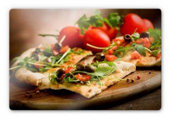 Tableaux sur verre Pizza à l'Italienne  Avec de la mozzarella ou des champignons la vraie pizza italienne est toujours préparée à la main et cuisinée au feu de bois !  www.wall-art.fr