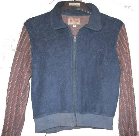 MUSTANG SPORT JACKET MEDIUM SIZE IN BLUE AND BROWN COLOR, IDEAL TO WEAR IT WITH SPORTS CLOTHES OR JEANS. Vintage, but new item in Medium- Small size.  The fabric has a little elasticity perfect for morning appearances. The item is in excellent condition, completely new and comes from clothing shop that closed at tge end of 1990s.PRICE 60EUROS  https://www.etsy.com/listing/114370611/mustang-sport-jacket?ref=shop_home_active_5