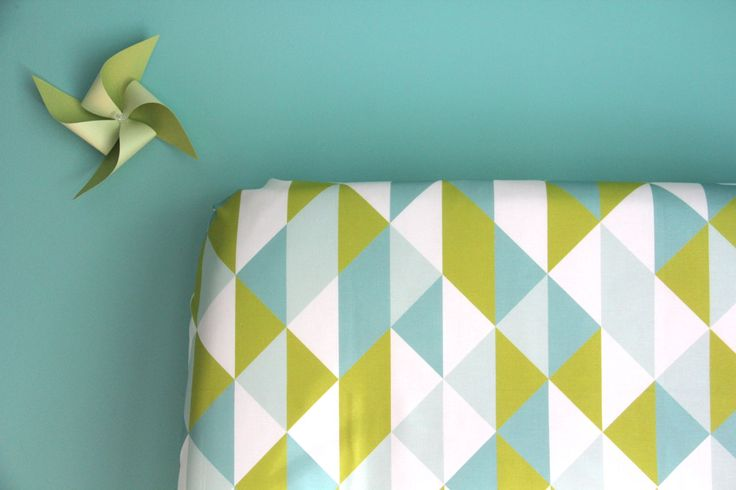 Iviebaby // mint triangle chips crib sheet