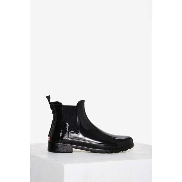 Hunter Original Chelsea Patent Gloss Boot (470 BRL) ❤ liked on Polyvore featuring shoes, boots, black, black rain boots, patent leather boots, wellington boots, black shiny boots and black low heel boots