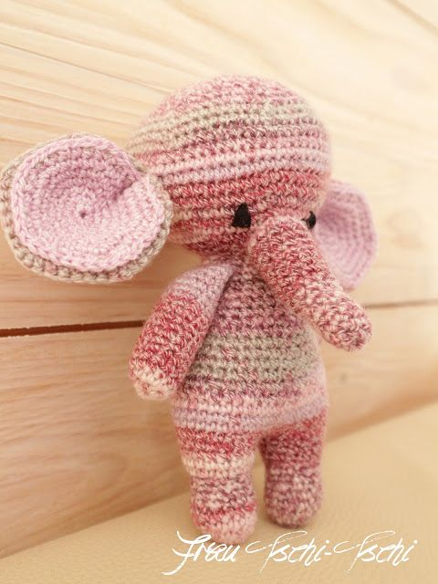 An Amigurumi Elephant for Baby Lilli