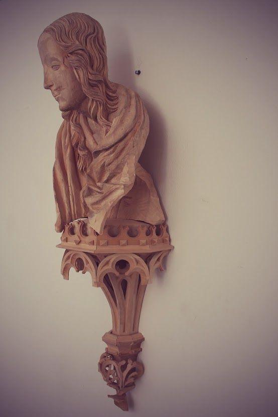 (vyrezávanie segmentu gotickej sochy Madony od Majstra Pavla z Levoče z oltára narodenia Pána) (lipa, 2016 ) Stanislav Kľúčik