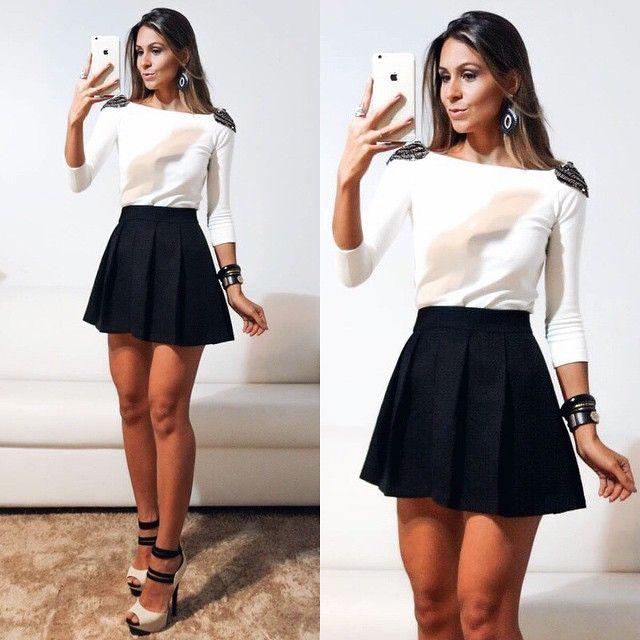 Look do dia super fofo em preto e branco com saia rodada e blusa branca com detalhes nos ombros ..