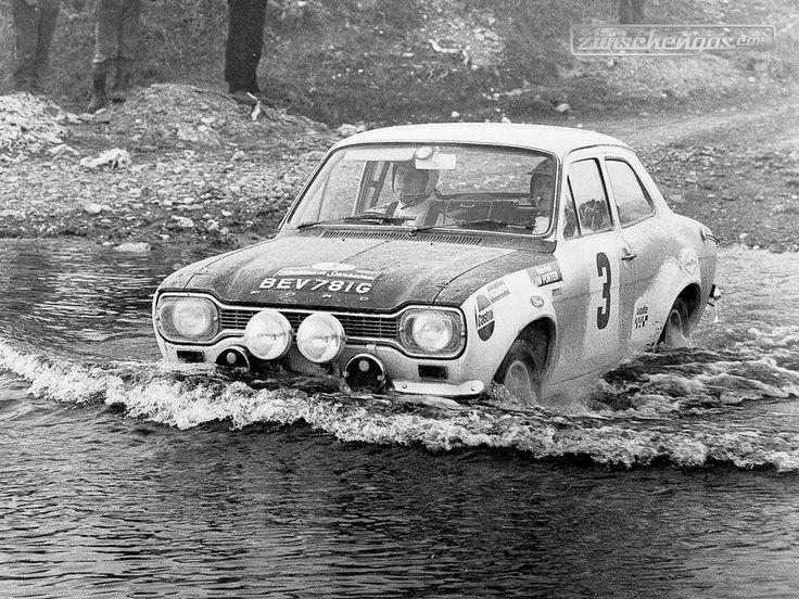 Ford Escort RS Cosworth - verleiht Flügel © Ford Motor Company #zwischengas #classiccar #classiccars #oldtimer #oldtimers #auto #car #cars #vintage #retro #classic #fahrzeug