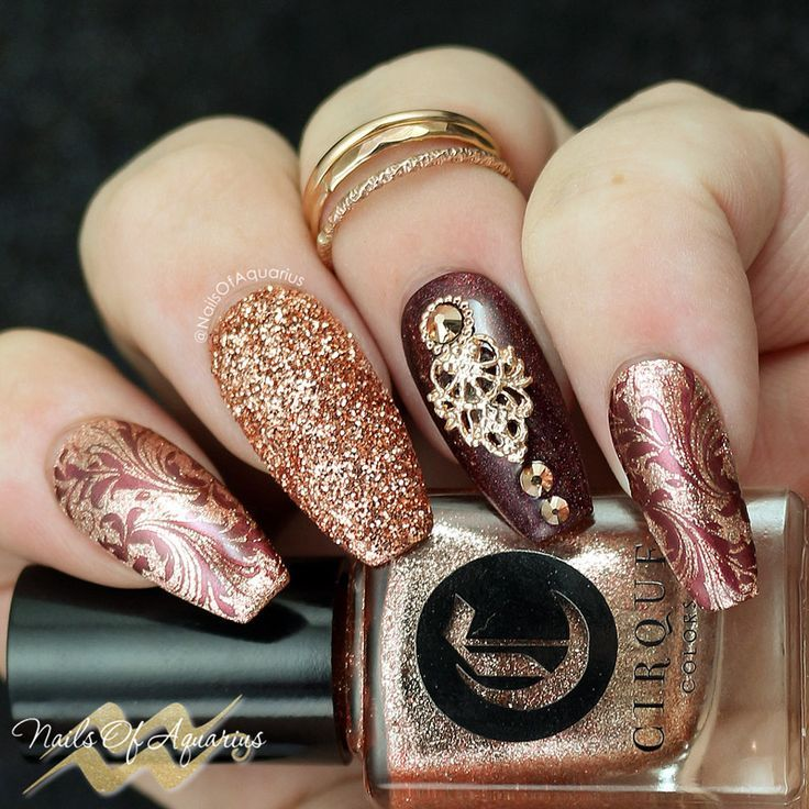 Rose gold nail art Products Used: Cirque Colors Halcyon & Ambrosia, Hit The Bottle Oh look...It's White Thirty, Daily Charme Rose Gold Glitter, Lina 'You're a Damasque' plate, Daily Charme Queen's Lace charm, Swarovski crystals