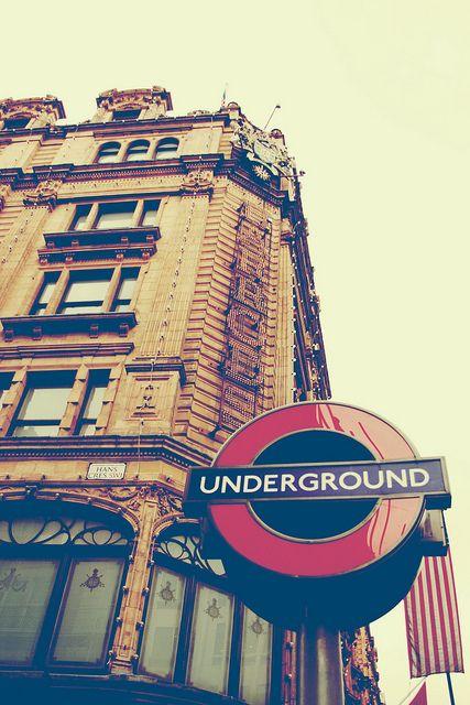 London underground. Malabarista Lunar
