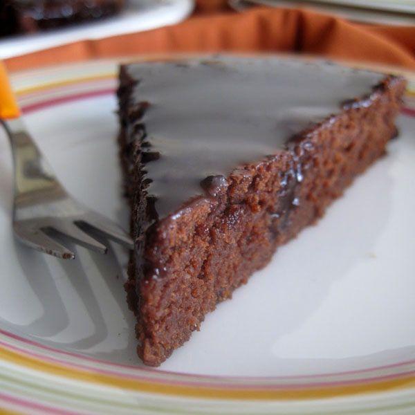 Ας υποθέσουμε ότι εκεί που κάθεστε ωραία και καλά, σας έρχεται μια ξαφνική επιθυμία για κέικ σοκολάτας. Περιχαρής πηγαίνετε προς την κουζίνα, αραδιάζετε το
