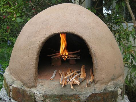 Homemade wood fired clay oven....perfect for pizza and artisan bread!!  I want it!!!
