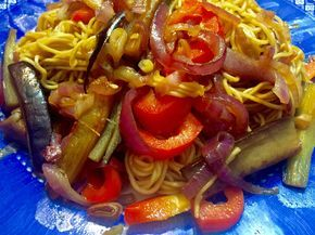 Una receta que me encanta hacer y queda riquísima son los Noodles, puedes añadirle cualquier salsa o ingrediente para hacerlo diferente.