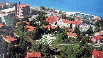 Objekt nudi 4 ležišča in je 70 m oddaljen od morja. Za dodatne informacije obiščite spletni naslov www.viaSlovenija.com, kategorijo Koper -> Apartmaji.
