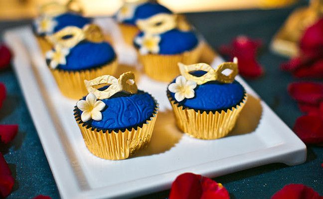 Бесплатная доставка золото королевский кекс лайнеры, Украшения мини выпечки торт кружки свадебные лоток чехол коробки для свадьбы ну вечеринку поставки, принадлежащий категории Формы для тортов и относящийся к Для дома и сада на сайте AliExpress.com   Alibaba Group