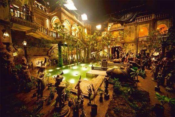 Sanjay Leela Bhansali and his Royal sets!