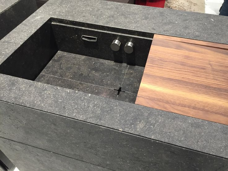 Closer look at the minimal kitchen islands from Steininger