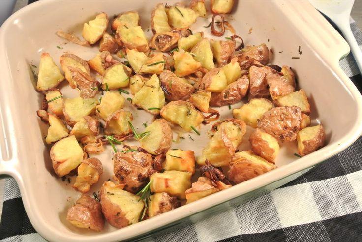We kregen van iemand de tip om aardappeltjes met rozemarijn en zeezout uit de oven te maken. Zo gezegd, zo gedaan. Het was heerlijk en weer net even anders dan hoe wij normaal aardappeltjes eten. Zelf hebben we ook nog 2 gesneden sjalotjes erbij gedaan. De sjalotjes zijn heerlijk krokant geworden in de oven. Recept...Lees Meer »