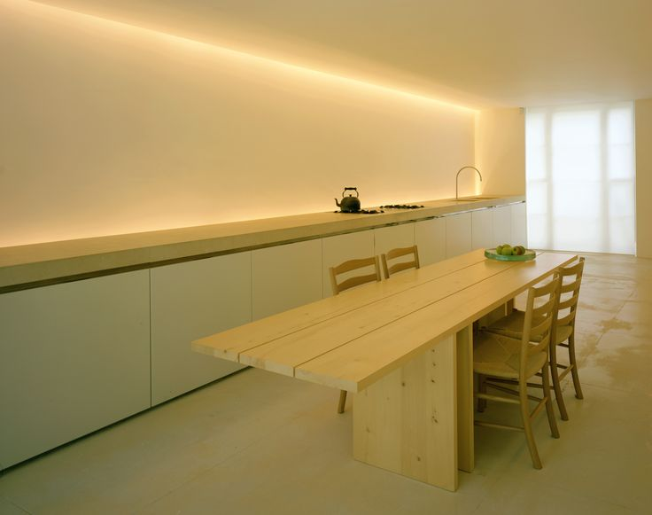 Pawson's minimalist take on the country kitchen.