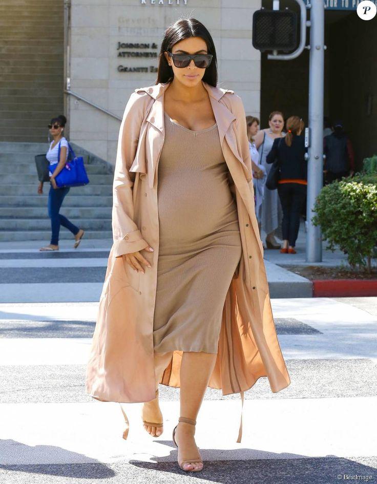 Kim Kardashian, enceinte, est allée déjeuner au restaurant La Scala à Beverly Hills, le 22 octobre 2015.