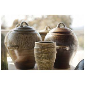 http://www.artisanhouse.com.au/brands/ridgeline-pottery/  http://www.artisanhouse.com.au/artisan/ben-richardson/