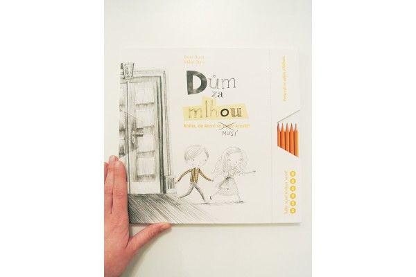 Ester Stará, Milan Starý – Dům za mlhou. Kniha, do které se musí kreslit.