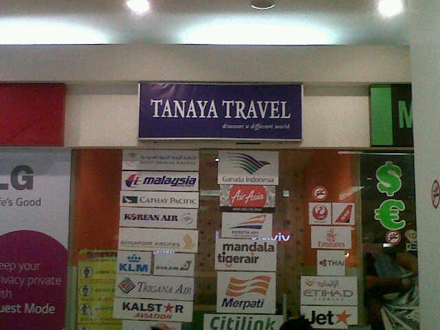 Kantor Tanaya Travel di supermal lippo akrawaci