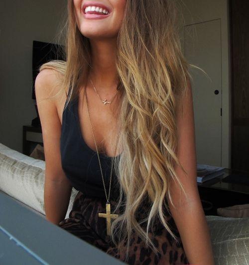 Brown to blonde ombre hair color. Soooo pretty!!! // beach hair wavy