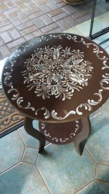 Mesa lateral em marrom cafe e palha