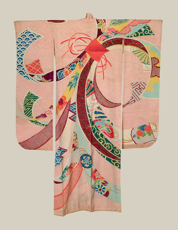 Japanese furisode kimono, Meiji to mid-Taisho period (1880~1920) love the subtle pink