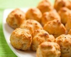 Gougères à la Vache qui rit et à la ciboulette (facile, rapide) - Une recette CuisineAZ