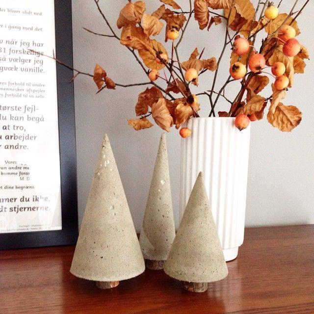 En lille jule DIY til en grå og trist efterårs mandag. På bloggen senere i dag #livingonabudgetdk #beton #juletræer #diy #diyboligmagasinet #boligliv #boligglad #boligmagasinetdk #homesickblog #inspo #indretning #inspiration #inspiration4all #interior4all #interiordesign #interiorforyou #decor #efterår #jul