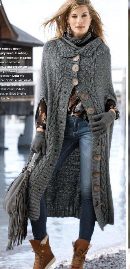 Вязаное пальто-кейп спицами Más
