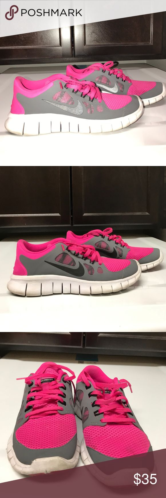 Girl Nike free runner sneakers ✨EUC girls sneakers maybe just need a little cleaning used a few times make me an offer !! Size 4.5 big girl ✨ Nike Shoes Sneakers