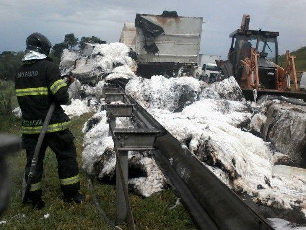 CONEXÃO BOMBEIRO : Princípio de incêndio em caminhão complica tráfego...