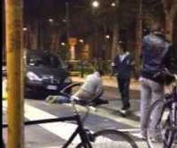 Edison Antony Topacio, un filippino di 34 anni è stato massacrato a calci e pugni a Milano, davanti alla sala bingo di viale Zara. sarebbe stato ucciso per questioni di droga, forse una piccola partita non pagata.