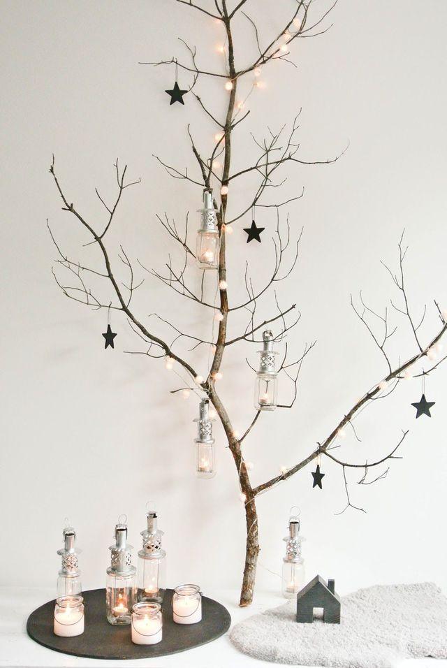 Une branche DIY pour suspendre les décorations de Noël.